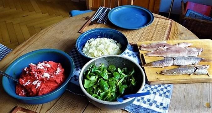 Kartoffel-Rote Bete Brei,Forelle,Makrele,Meerrettich Dip, Salate (4)