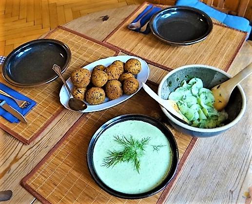 Falafel, Fetacreme, Gurkensalat, (7)