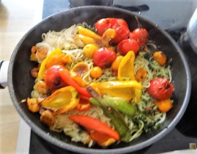 Nudeln mit Paprika und Tomaten (5)