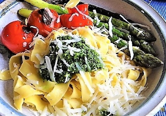 Bandnudeln,grüner Spargel, Tomaten und Bärlauchpesto (17)