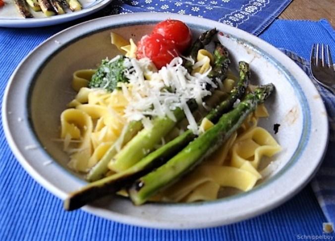 Bandnudeln,grüner Spargel, Tomaten und Bärlauchpesto (4)
