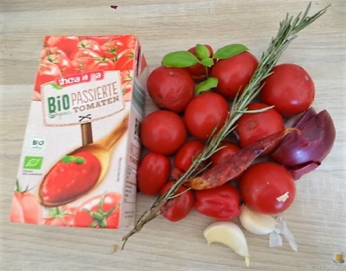 Kartoffel-Bärlauch Schnecken mit Tomatensauce (11)