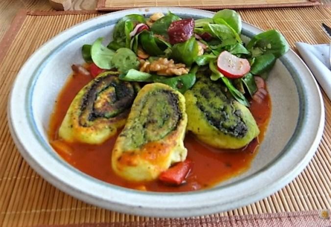 Kartoffel-Bärlauch Schnecken mit Tomatensauce (2)