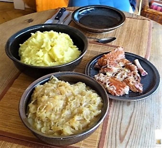 Sauerkraut ,Schälrippchen, Kartoffelpüree (19)