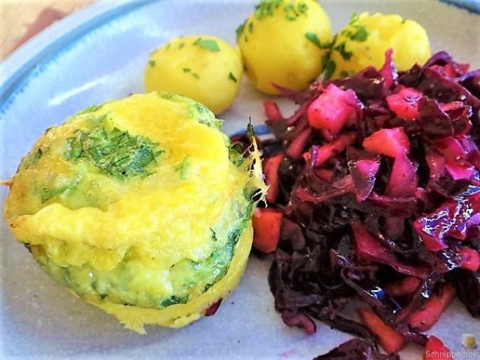 Tassenei und Rotkohlsalat (2)