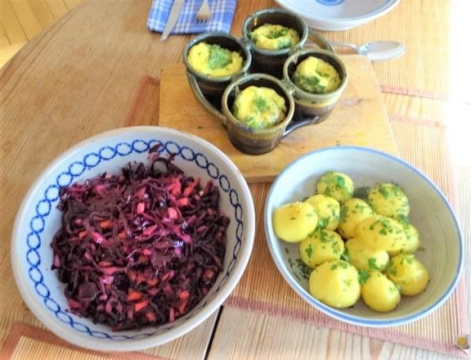 Tassenei und Rotkohlsalat (27)