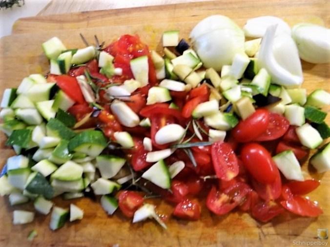 Zucchini-Auberginen Röllchen mit Couscous (21)