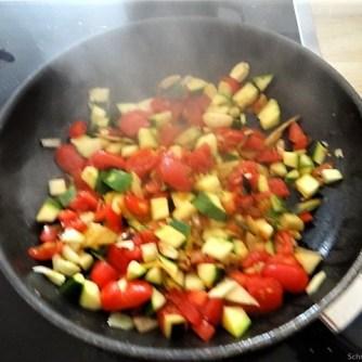 Zucchini-Auberginen Röllchen mit Couscous (23)