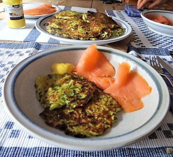 Zucchinipuffer,geräucherter Lachs (21)