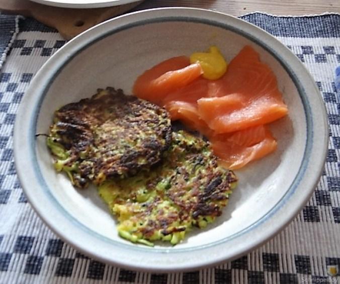 Zucchinipuffer,geräucherter Lachs (3)