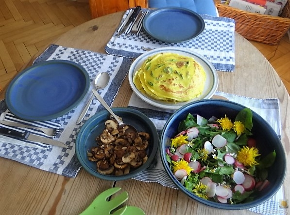 Eierpfannkuchen mit Knospen vom Bärlauch und Löwenzahn (28)