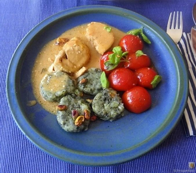 Wildkräuter Gnocchis, Poulardenbrust, Geschmorte Tomaten (1)