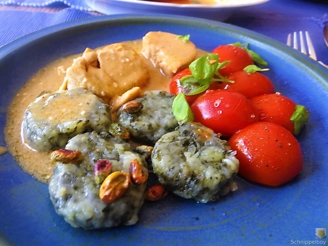 Wildkräuter Gnocchis, Poulardenbrust, Geschmorte Tomaten (2)