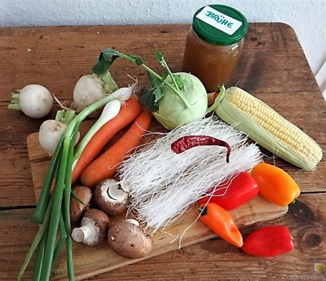 Gemüsesuppe mit Glasnudeln (9)
