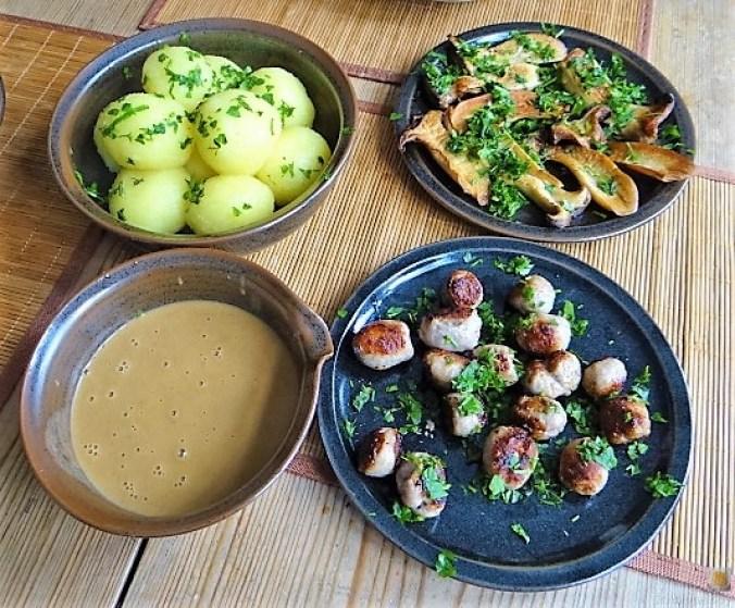 Kleine Klöse, Kleine Fleischbällchen,Pilze, Sauce (6)