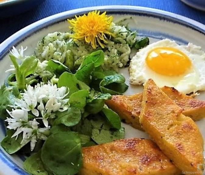 Polenta, Salate und Spiegelei (27)