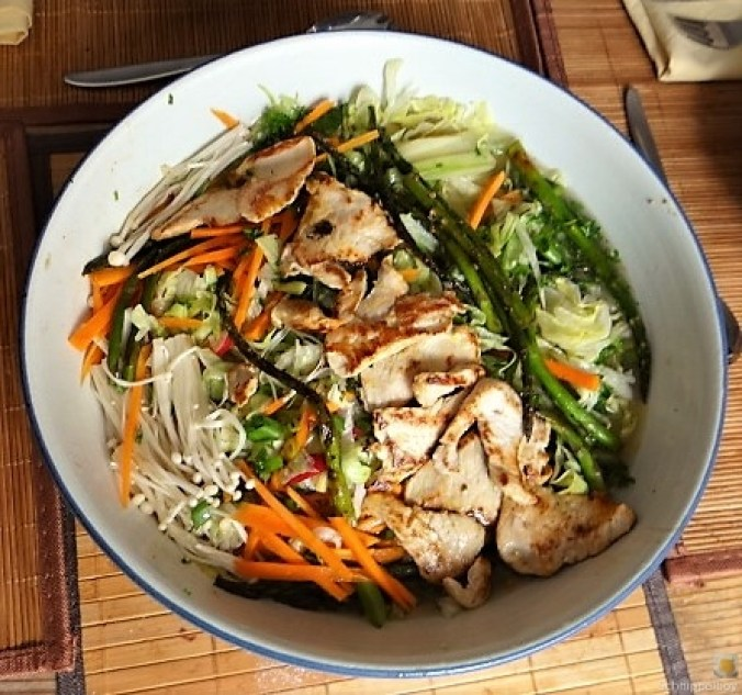 Glasnudeln, Gemüse und Putenfleisch (27)
