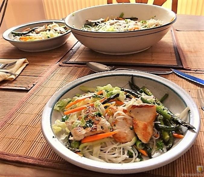 Glasnudeln, Gemüse und Putenfleisch (28)