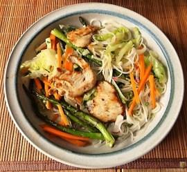 Glasnudeln, Gemüse und Putenfleisch (31)