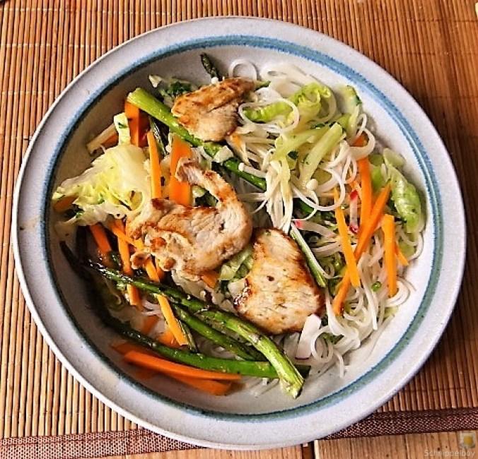 Glasnudeln, Gemüse und Putenfleisch (4)