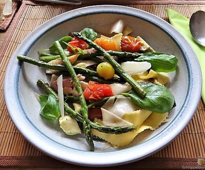 Grüner Spargel, Forelle, Tomaten auf Buchweizenpasta (4)