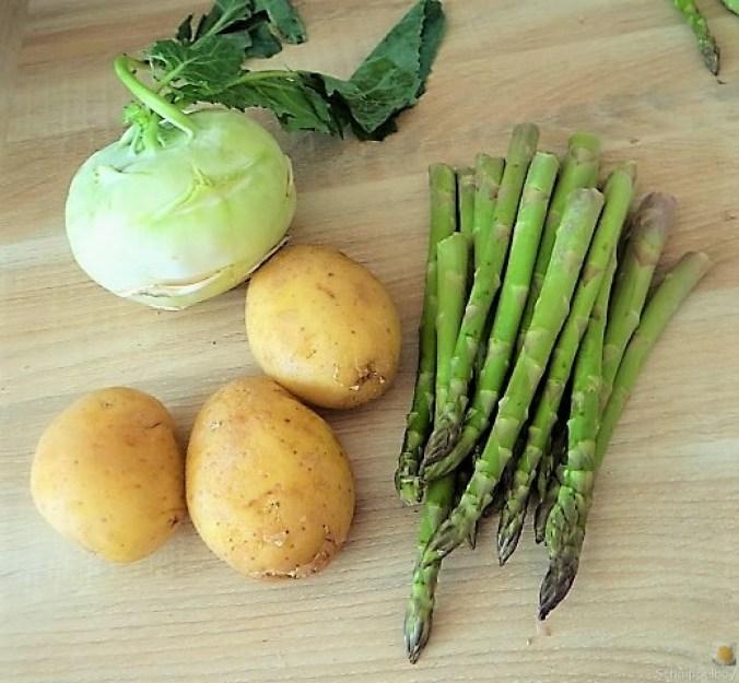 Kartoffel-Kohlrabisuppe mit grünem Spargel (7)