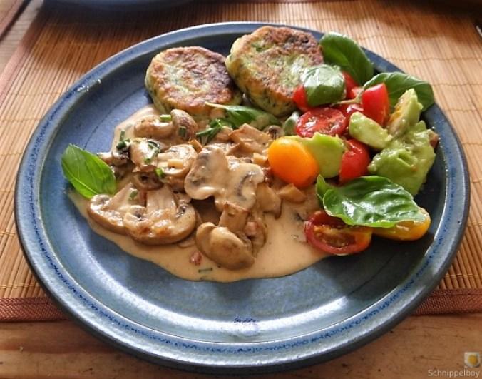 Kartoffel-Spinat Taler, Champignon, Tomaten-Avocado Salat (28)