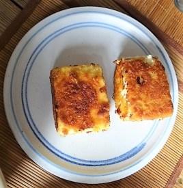 Kartoffelstampf mit Feta, Paprikasauce, Gurkensalat und ein Blattsalat (13)