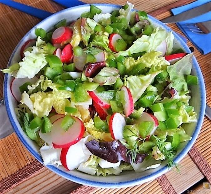 Kartoffelstampf mit Feta, Paprikasauce, Gurkensalat und ein Blattsalat (15)