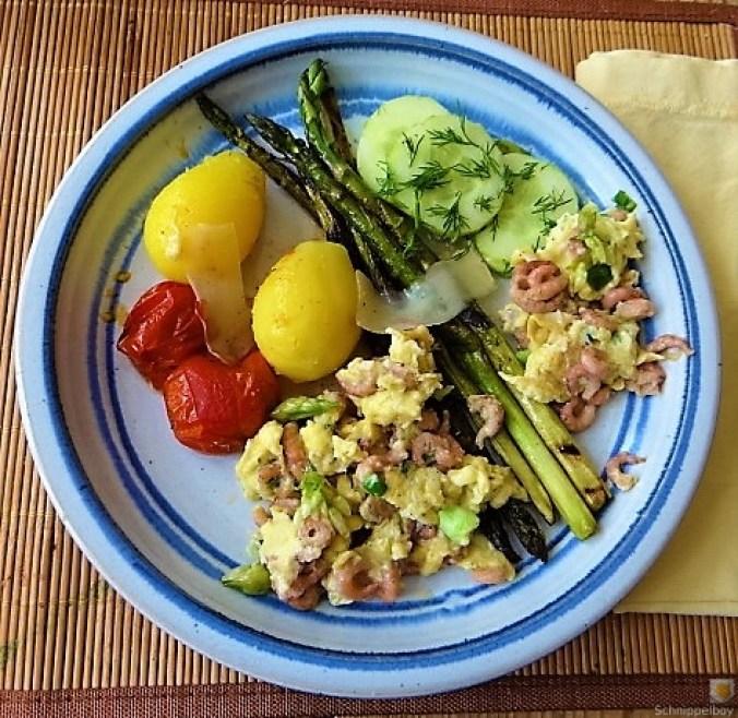 Rührei mit Krabben, Grüner Spargel und Tomaten (24)