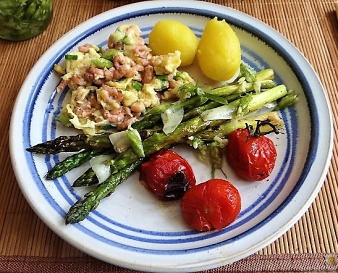 Rührei mit Krabben, Grüner Spargel und Tomaten (5)