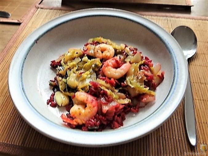 Roter Reis mit Chinakohl und Garnelen (2)