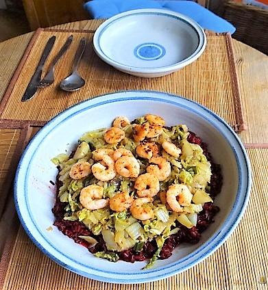 Roter Reis mit Chinakohl und Garnelen (22)