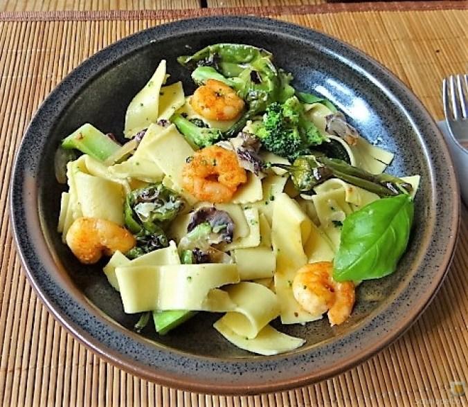 Bandnudeln mit Gemüse und Garnelen (3)