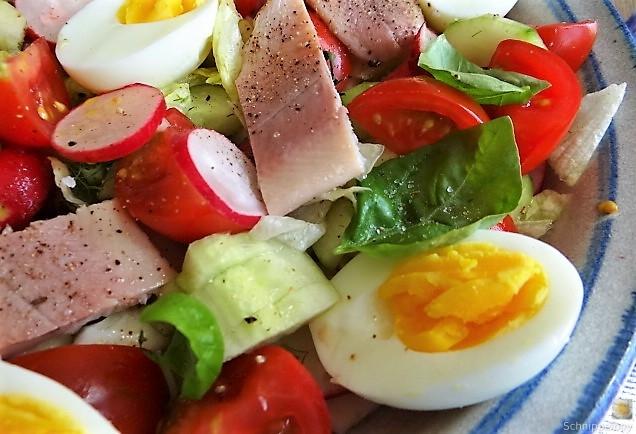 Bunter Salat mit Salat und Eiern (3)