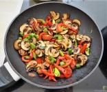 Eierpfannkuchen mit Pilz-Gemüse Füllung und Pflücksalat (13)