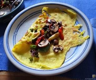 Eierpfannkuchen mit Pilz-Gemüse Füllung und Pflücksalat (27)