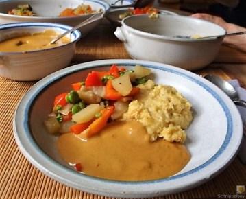 Gedämpftes Gemüse, Ernußsauce und Polenta, (26)