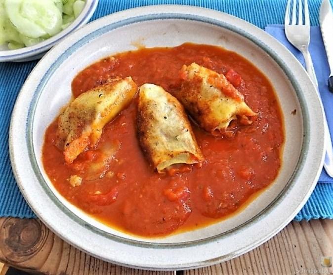 Kartoffelröllchen in Tomatensauce (2)