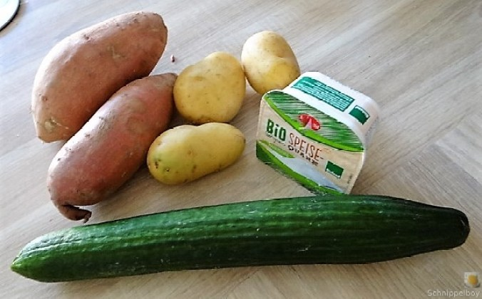 Kartoffelspalten, Meerrettichquark und Gurkensalat (10)