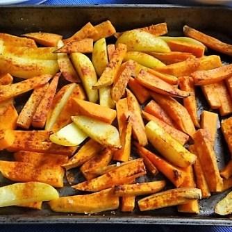 Kartoffelspalten, Meerrettichquark und Gurkensalat (12)