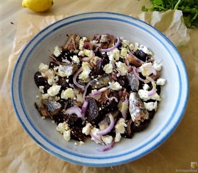 Rote Betesalat mit Feta und Sardinen (11)