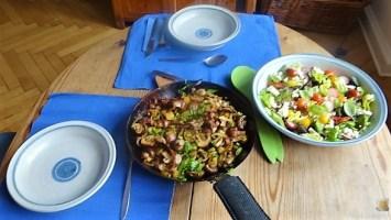 Bratkartoffeln mit Champignon und buntem Salat (18)