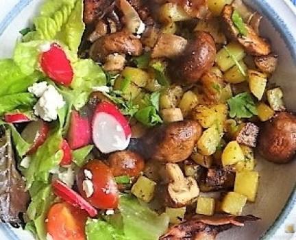 Bratkartoffeln mit Champignon und buntem Salat (2)