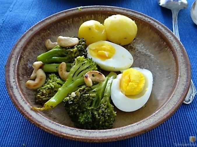 Brokkoli mit Chilli und Cashewkernen (1)