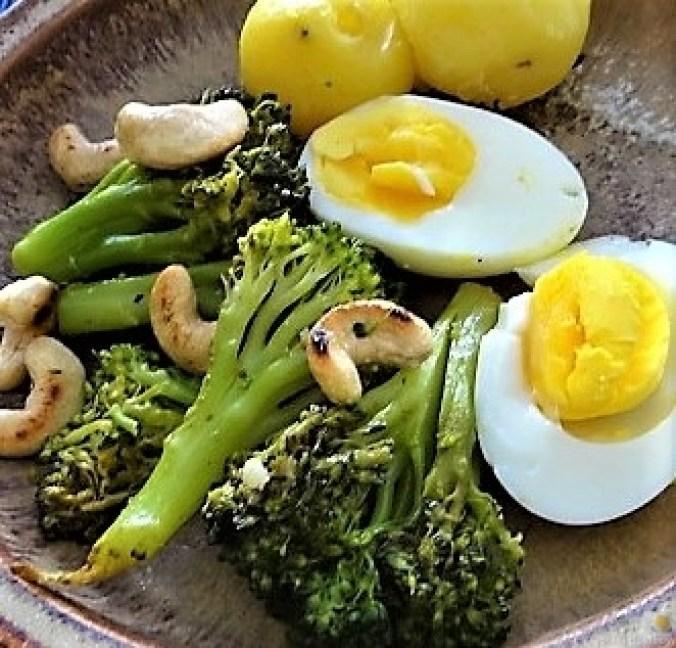 Brokkoli mit Chilli und Cashewkernen (2)
