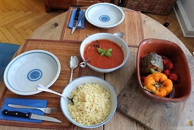 Gefüllte Paprika mit Tomatensauce und Reis (17)