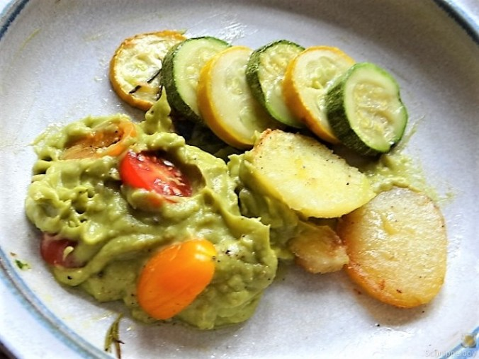 Ofen Zucchini mit Guacamole und Kloßscheiben vom Vortag (4)