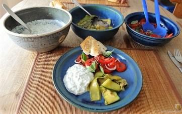 Zucchini-Tomatensalat und Tzatziki (16)