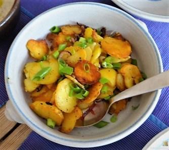 Bratkartoffeln, Salate und Baba Ganoush (16)